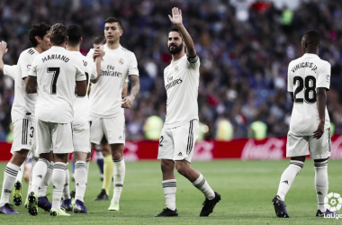 Isco celebra su gol con el Bernabéu. Foto: LaLiga.
