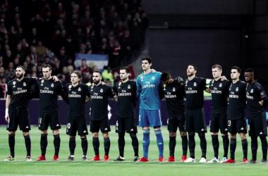 El Real Madrid guarda un minuto de silencio en el Ámsterdam Arena. Foto: Real Madrid.