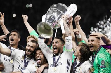 Ramos levantando la Orejona. Foto: UEFA.com.