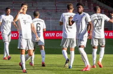 Bayern Munich resume season with comfortable victory