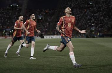 Dani Ceballos celebrando el temprano gol de la selección española contra Italia | Foto: @UEFAcom_es