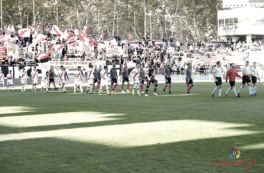 Jugadores del Rayo Vallecano y del Albacete saltando al césped | Fotografía: La Liga