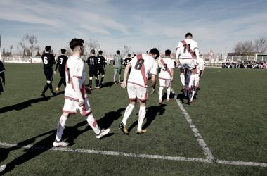 Jugadores del Juvenil A saltando al césped   Fotografía: Rayo Vallecano S.A.D.