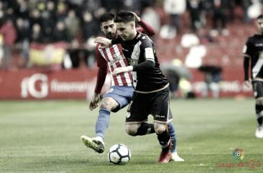 Álex Moreno ganando la partida a un rival | Fotografía: La Liga