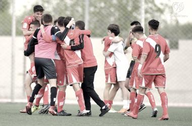 Jugadores del Rayo Vallecano B celebrando una victoria | Fotografía: Rayo Vallecano S.A.D.