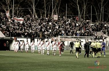 Jugadores del Rayo Vallecano y del Alcorcón saltando al césped | Fotografía: La Liga