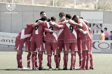 Jugadores del Rayo B haciendo piña | Fotografía: Rayo Vallecano S.A.D.