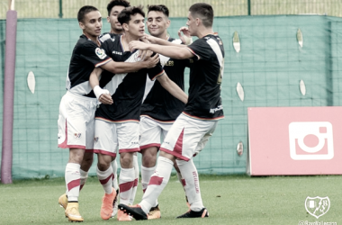 Jugadores del Juvenil A celebrando un gol | Fotografía: Rayo Vallecano S.A.D.