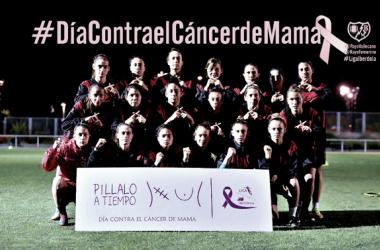 Jugadoras del Rayo Vallecano posando para apoyar a las mujeres que sufren cáncer de mama | Fotografía: Rayo Vallecano S.A.D.