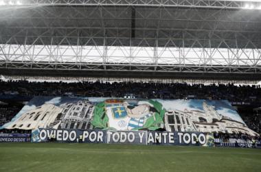 Tifo elaborado por el Fondo Norte 1926 para el derbi asturiano de la temporada pasada en el Tartiere.<div>Imagen: Real Oviedo.</div>