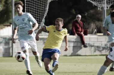 Jordi Tur proporcionando una asistencia | Fotografía: Cádiz CF