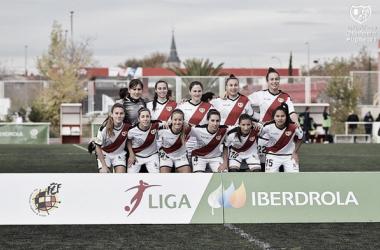 Jugadoras del Rayo Femenino antes de un partido | Fotografía: Rayo Vallecano S.A.D.