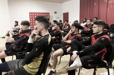 Jugadores del Rayo Vallecano durante la charla sobre integridad | Fotografía: Rayo Vallecano S.A.D.