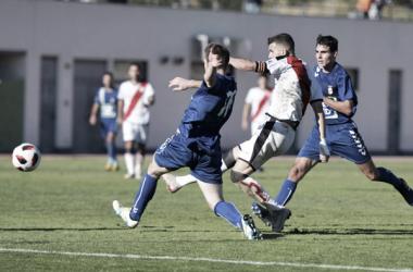 Carrasco disparando a portería | Fotografía: Rayo Vallecano S.A.D.