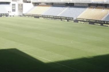 Aspecto que presenta el césped del Nuevo Carranza una vez resembrado. Fotografía: Cádiz cf