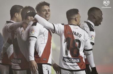 Álex Moreno celebrando el primer gol ante el Levante | Fotografía: Rayo Vallecano S.A.D.