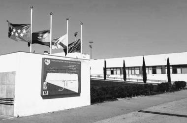 Banderas a media asta en la Ciudad Deportiva del Rayo Vallecano | Fotografía: Rayo Vallecano S.A.D.