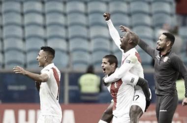 Luis Advíncula durante un encuentro de Copa América.   Foto: twitter @luisadvincula17
