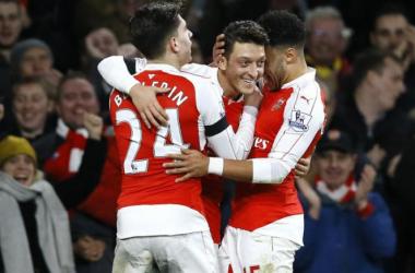 Everton chute, Tottenham gagne et Arsenal leader provisoire