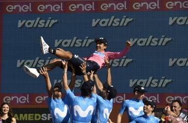 Carapaz vince il Giro 102 e viene festeggiato dai suoi compagni di squadra&nbsp; Fonte foto: Profilo Twitter Giro d'Italia<div><br></div>