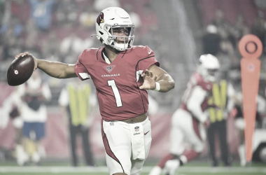 Arizona triunfa en el debut de Kyler Murray