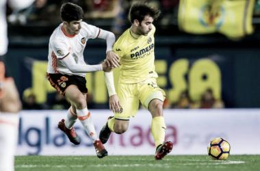 Carlos Soler y Manu Trigueros pelean por el balón | Foto: Villarreal
