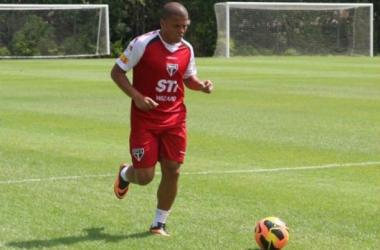 Thiago Carleto evolui, não sente mais dores e já treina com bola