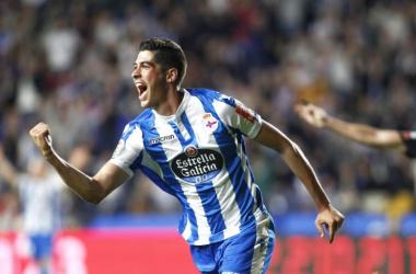 Carlos Fernández celebra un gol con el Dépor | Foto: La Liga