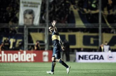Tevez, figura del partido, se fue ovacionado por todo el estadio. Foto: Olé.