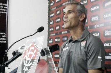 Após derrota para o Palmeiras, Carlos Amadeu cita azar do Vitória