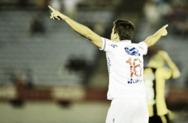 Carlos de Pena en el festejo del gol. Foto de Ovación (El País)
