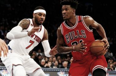 Jimmy Butler y Carmelo Anthony, el tremendo duelo de la noche. / Foto: AP.