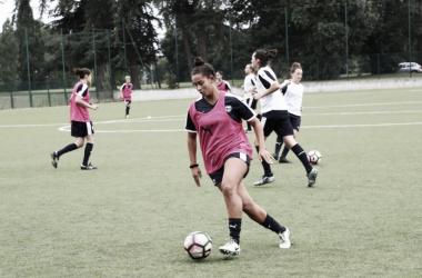 A jogadora tem passagens pela seleção brasileira sub-20, na qual disputou o mundial da categoria em 2014 (Foto: Reprodução/Girondins)