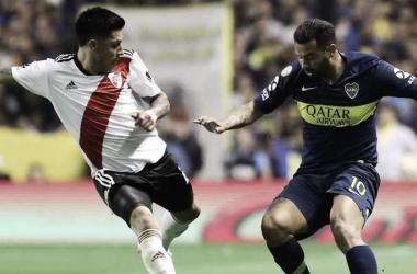 Edwin Cardona, el más destacado en Boca, ante Enzo Pérez. Foto: Prensa Boca.