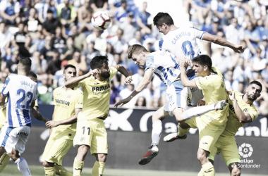 Guido Carrillo rematando de cabeza frente a la zaga del Villarreal en el partido de la primera vuelta | Foto: LaLiga