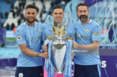 MANCHESTER, ENGLAND - MAY 23: Zack Steffen, Ederson and Scott Carson of Manchester City celebrate with the Premier League Trophy as Manchester City are presented with the Trophy as they win the league following the Premier League match between Manchester City and Everton at Etihad Stadium on May 23, 2021 in Manchester, England. A limited number of fans will be allowed into Premier League stadiums as Coronavirus restrictions begin to ease in the UK. (Photo by Peter Powell - Pool/Getty Images)