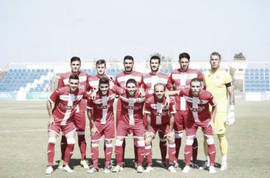 Nacho (el segundo de la fila de abajo) formando antes del amistoso | Foto: FC Cartagena