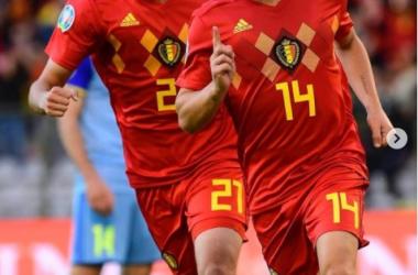 "Castagne celebra su primer gol con la selección de Bélgica. |Foto: @<span class=""Jv7Aj mArmR MqpiF  "" style=""margin: 0px; padding: 0px; border: 0px; font-style: normal; font-variant-numeric: inherit; font-variant-east-asian: inherit; font-stretch: inherit; font-size: 14px; line-height: inherit; font-family: -apple-system, BlinkMacSystemFont, &quot;Segoe UI&quot;, Roboto, Helvetica, Arial, sans-serif; vertical-align: baseline; position: relative; display: inline; text-decoration-line: underline; color: rgb(38, 38, 38); text-align: start; background-color: rgb(255, 255, 255);""><a class=""sqdOP yWX7d     _8A5w5   ZIAjV "" href=""https://www.instagram.com/timothycastagne/"" tabindex=""0"" style=""margin: 0px; padding: 0px; border: 0px; font-style: inherit; font-variant: inherit; font-weight: 600; font-stretch: inherit; font-size: inherit; line-height: inherit; font-family: inherit; vertical-align: baseline; color: rgba(var(--f75,38,38,38),1); appearance: none; background-image: initial; background-position: 0px 0px; background-size: initial; background-repeat: initial; background-attachment: initial; background-origin: initial; background-clip: initial; cursor: pointer; display: inline; text-align: center; text-transform: inherit; text-overflow: ellipsis; user-select: auto; width: auto; position: relative; outline: 0px;"">timothycastagne</a></span>"