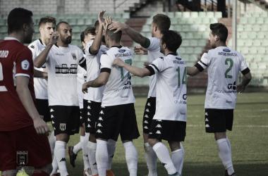 Los emeritenses celebrando el primer gol | Foto: Mérida AD