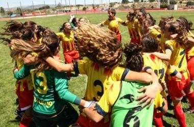 Cataluña celebra el título sub-16 conseguido la pasada temporada. | Foto: FCF.
