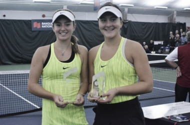Champion Catherine Bellis (left) and runner-up Bianca Vanessa Andreescu pose with their trophies after the final of the 2016 Coupe Banque Nationale de Saguenay. | Photo: Tennis Canada