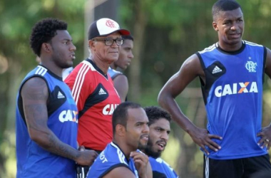 Buscando manter a liderança, Flamengo enfrenta Macaé no Raulino de Oliveira
