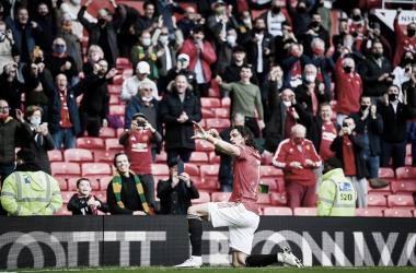 Cavani celebrando su primer gol frente a su público en Old Trafford / Foto: Manchester United
