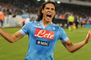Com tripletta de Cavani, Napoli bate Inter