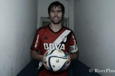 Cave se llevó la pelota (Foto: Prensa River).