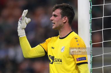 Luton break transfer record for Croatian goalkeeper
