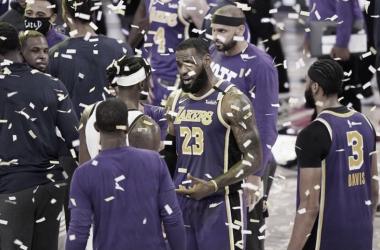 LeBron James juega como los ángeles y llega a la final