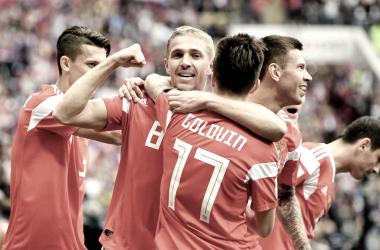 Rusia celebran un gol vs Arabia Saudi. Fuente: Fifa.com