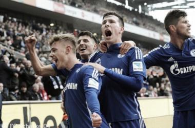 Los jugadores del Schalke 04 celebran el gol de Meyer | Foto: Schalke 04
