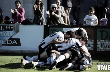 Fotos e imágenes del CD Lealtad - SD Compostela; 13ª jornada del Grupo I de Segunda División B